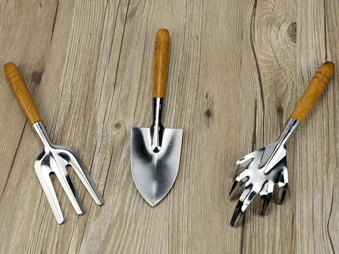WD40 HACKS - Splinter-Proofing Wooden Handles