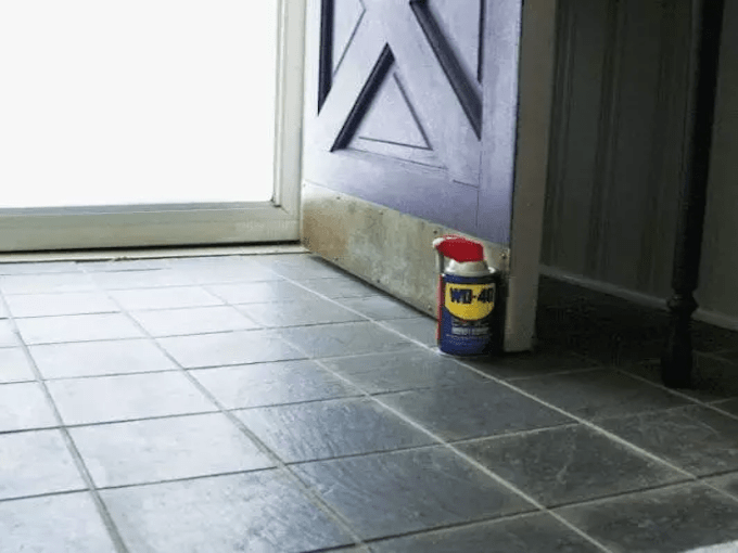 WD40 HACKS - Tile Cleaning
